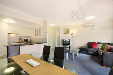 Maroochydore-Accommodation-Couples-Spa-Rooftop-1