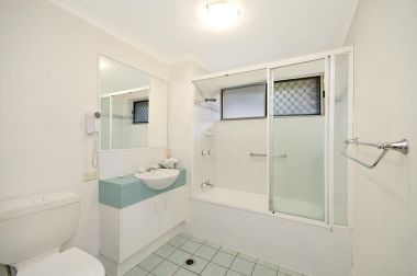 Maroochydore-Accommodation-Couples-Spa-Rooftop-9