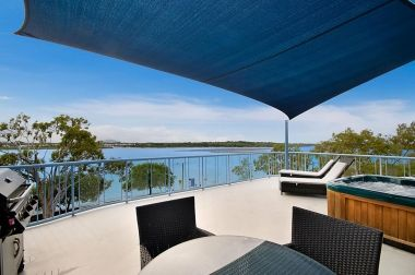 Maroochydore-Accommodation-Couples-Spa-Rooftop-10