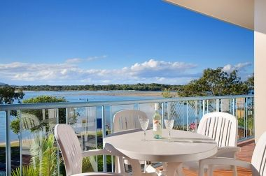 Maroochydore-Accommodation-Couples-Spa-Rooftop-6