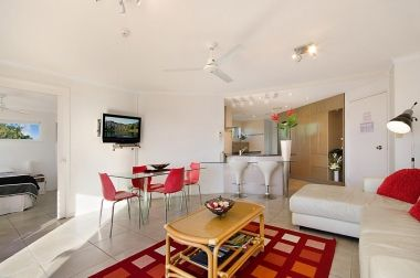 Maroochydore-Accommodation-Couples-Spa-Rooftop-7
